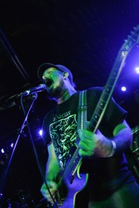 Phillip Cope (vocals, guitars) of Kylesa [photo by Nick Licata]