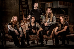 "DevilDriver (2016) lineup [left to right]: Neal Tiemann (guitar), Diego ""Ashes"" Ibarra (bass), Austin D'Amond (drums), Dez Fafara (vocals), Mike Spreitzer (guitar) - image credit: Ben Hoffmann"